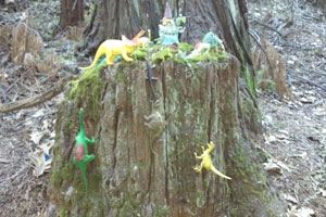stump-with-dinosaurs